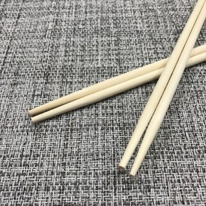 アスペン材を使用し両口タイプの丸箸になります。お祝い用のお箸としてご利用いただいております。